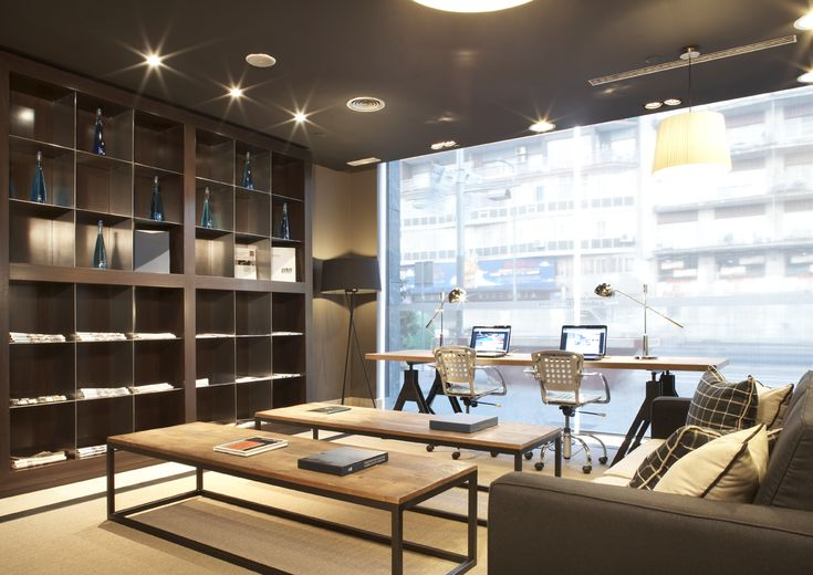 Business centers | Hotel Barcelona Universal offers all guests access to two complimentary Business Centers, one located in the hotel lobby, with two broadband wireless access points, and the other on the 9th floor, perfect those who need a quieter environment to work in.