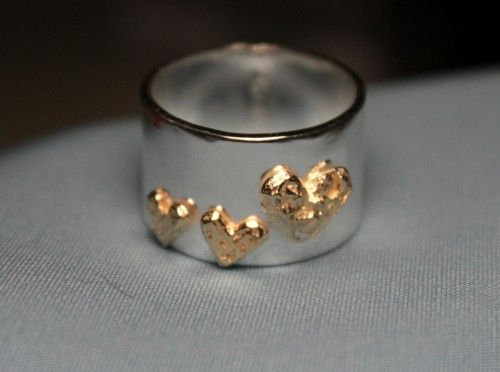 silverring med guldhjärtan www.leena.eu