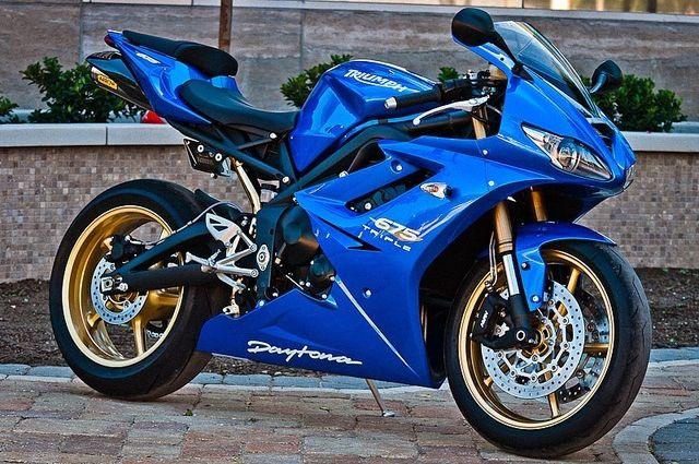 Triumph Daytona 675R, my dream bike. .. nd this blue is sick!