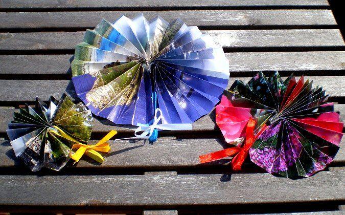 http://cartulina.es/regalos-para-abuelas-abanicos-con-reciclaje/