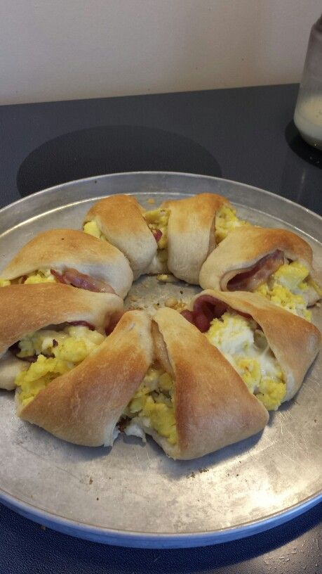 Pillsbury Breakfast Croissant ( Pillsbury Croissant, bacon, scrambled eggs and cheese)  Yum!