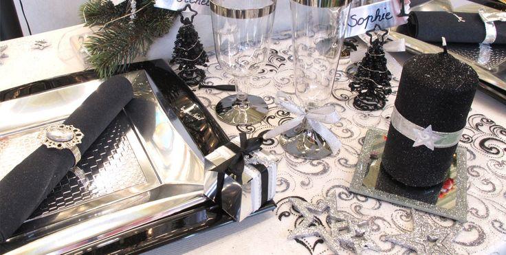 Déco de table de noël chic en noir et argent - decofete-servimag.com