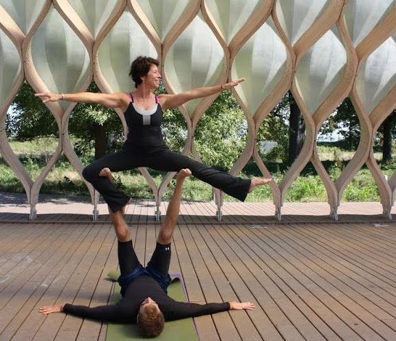 Acrobatic Yoga! Just amazing and beautiful!Acrobatic Yoga
