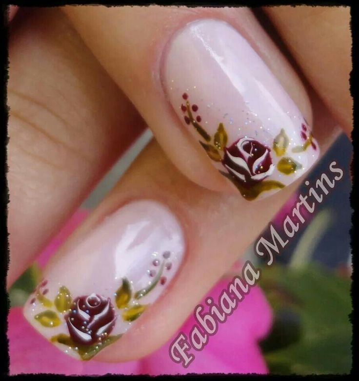 Nails design rose