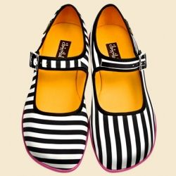 Viceversa - love that the stripes on the shoes are different . . .