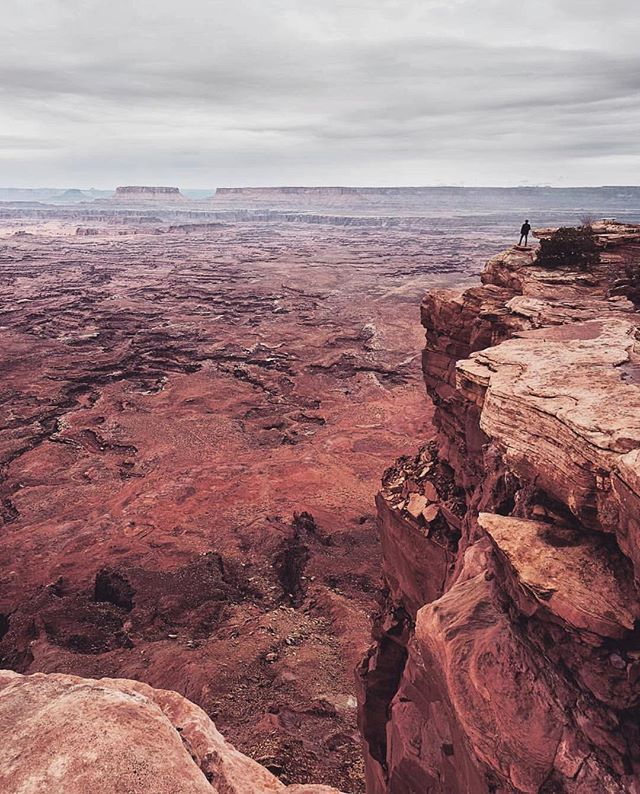 Needles Overlook!  Staring into the deep! PC: @hansiphoto . . . . . . . . . . #utah #utahgram #needlesoverlook #moab #wowutah #beautahful #mountain #nature #adventure #outdoors #trail #landscape #hike #travel #nationalpark #neverstopexploring #vsco #vscocam #bpmag #weareutah #utahisrad #utahdotcom #ventureout #travelstoke #pictureline #wanderlust #optoutside #utahunique