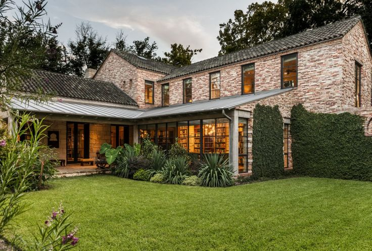 Stocker Hoesterey Montenegro Architects utilizes timeless design concepts to create intentional, meaningful spaces. #luxeTX