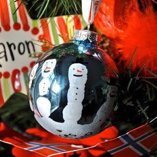 Little Bit Funky: make these now! handprint snowman ornament. :)