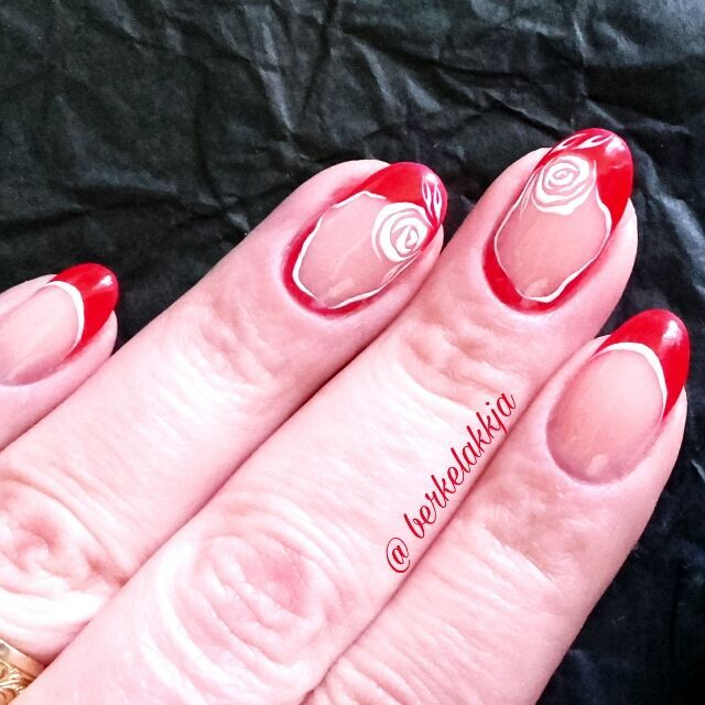 Red nails with roses.
