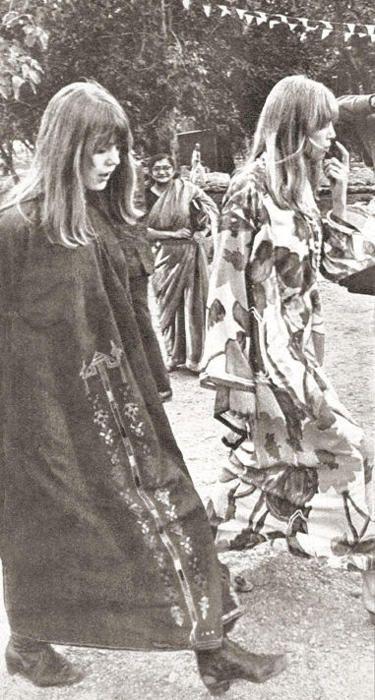 Rishikesh Ashram February 1968 - Jenny and Pattie...
