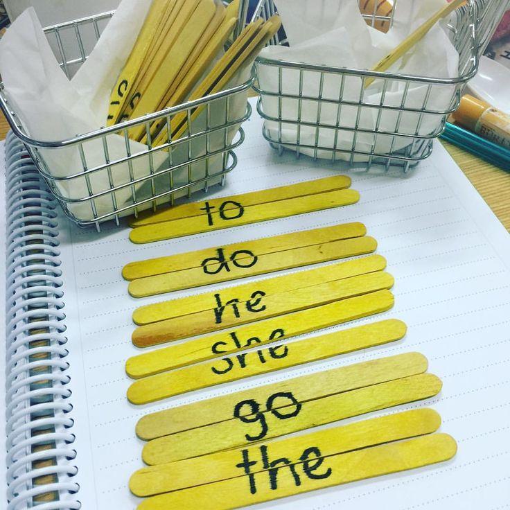 Words we know... Mini hot chip baskets and yellow paddle pop sticks  #aussieteachertribe #aussieteachers #teachersdownunder #teachersfollowteachers #teachersofig #teachersofinstagram #teachersloveinstagram #kindergartenrocks #kindergarten