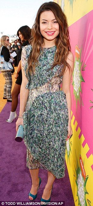 Pretty successful: i Carly star Miranda plumped for a patterned number