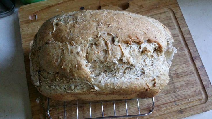 Stałam się posiadaczką maszyny do pieczenia chleba (model lidlowski- SilverCrest)   I uczę się jej (a proste to to jak nie wiem :)   Wypró...