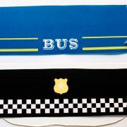 Sombreros de policía y conductor de autobús para una fiesta temática de transportes. #diy #fiestatematica #fiestatransportes #decoracionimprimible #fiesta #fiestaniños #fiestainfantil #kids #fiestaniñas #party #kidsparty #transports #transportsparty
