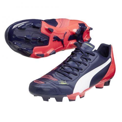 De PUMA evoPOWER 4.2 is een voetbalschoen voor een instapprijs met een design die lijkt op die van de evoPOWER 1.2. De evoPOWER 4.2 combineert lichtgewicht, comfort en duurzaamheid door gebruik te maken van een zacht.