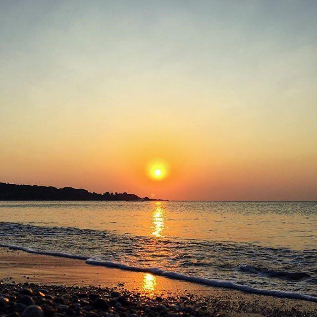 Доброе утро...☺️#Доброеутро#Рассвет#Восходсолнца#Красота#Море#Пляж#Побережье#Остров#Путешествие#Родос#Греция#Goodmorning#Sunrise#Beautiful#Island#Travel#Rhodes#Greece