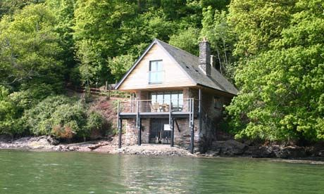 This boathouse is just down the road from me in Stoke Gabriel, would love to see inside!