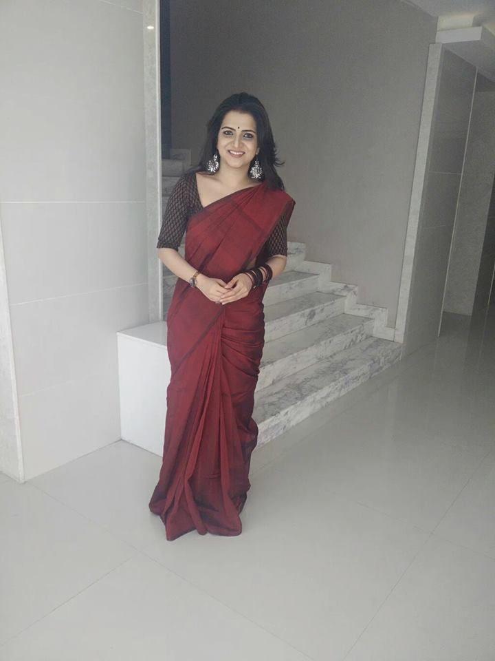 DD in a maroon saree