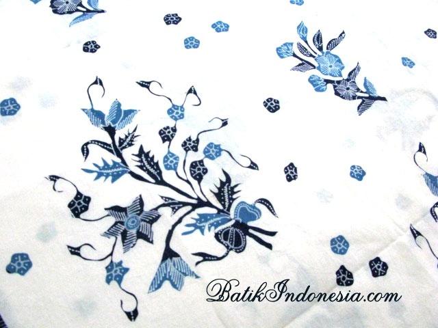 Selendang Batik Tulis Motif Bunga Bertangkai Biru