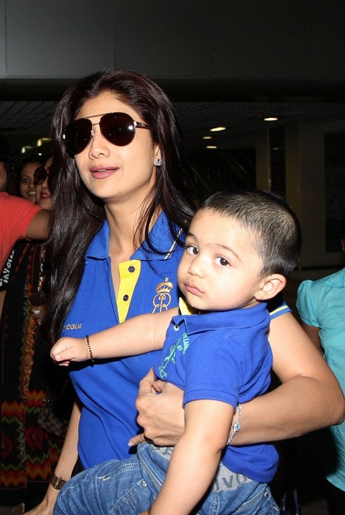 Shilpa Shetty with her family at Mumbai Domestic Airport - May 13, 2013