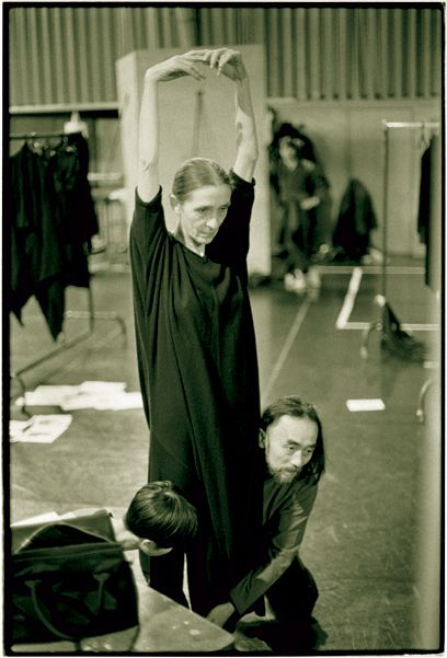 Pina Bausch collaborated with Yohji Yamamoto in 1998, for the 25th anniversary of the Pina Bausch dance company in Wuppertal.