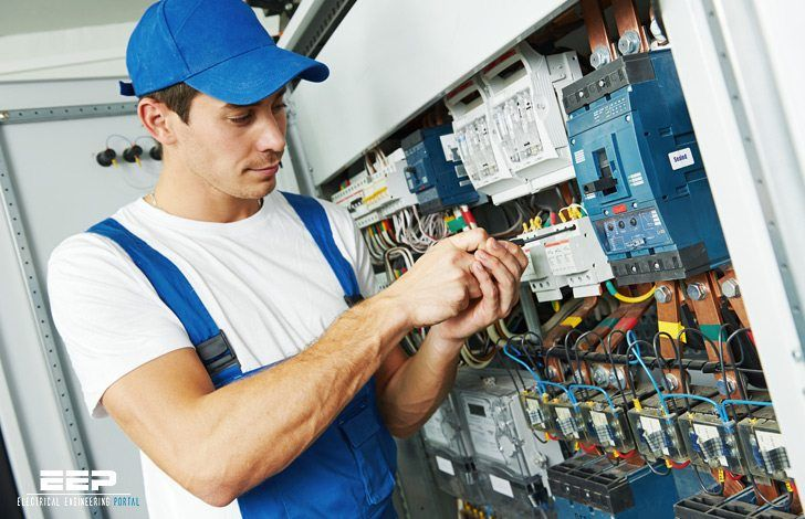 There are a number of differences between the Journeyman test and the Master electrician exam. The test for the Master electrician's exam has more questions