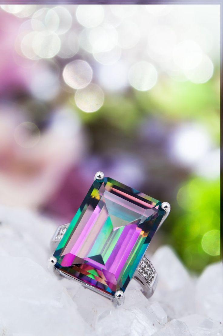Superbe Topaze mystique de 19,23 ct, aux teintes violettes et vertes #bijou #bague #pierre #luxe #mode