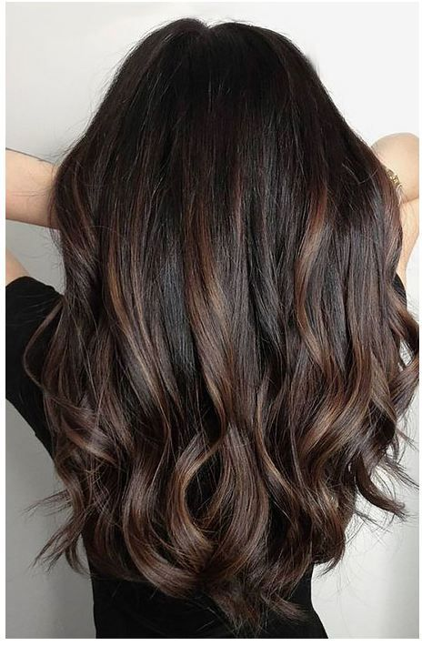 24 Schwarzes Haar mit Highlights, die Sie ausprobieren müssen