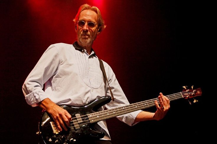 """Former Genesis member, Mike Rutherford's band Mike + The Mechanics  premiered a new song """"Let Me Fly"""" from their 8th studio album."""