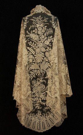 Handmade Brussels Bobbin Applique Lace Shawl  c.19th Century