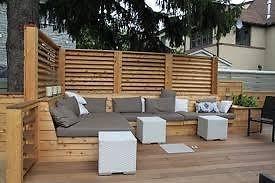 Mettre ce divan paravent vers le voisin pour intimité même depuis la maison.