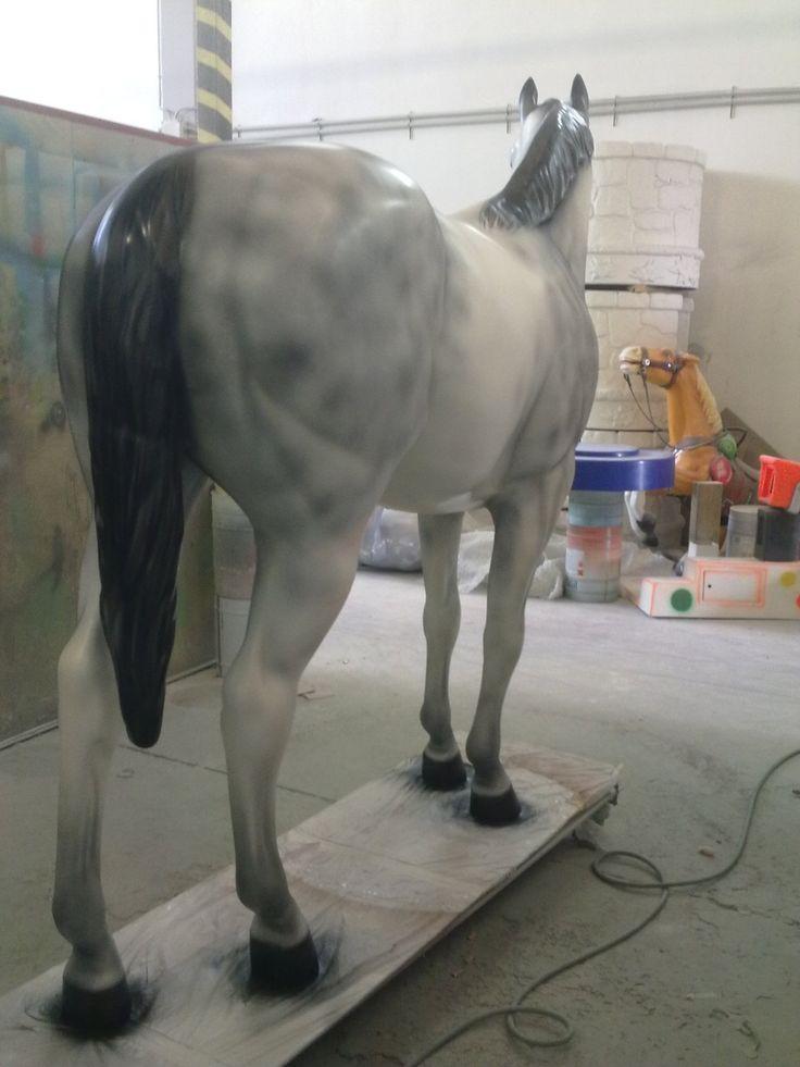 Cavallo dimensioni reali. Tecnica: aerografia (pistola a spruzzo). Colore mono componente nitro