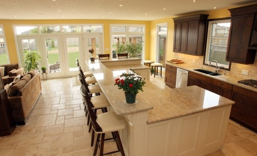 love how there is a raised breakfast bar space with nice chairs, but still plenty of counter space below.