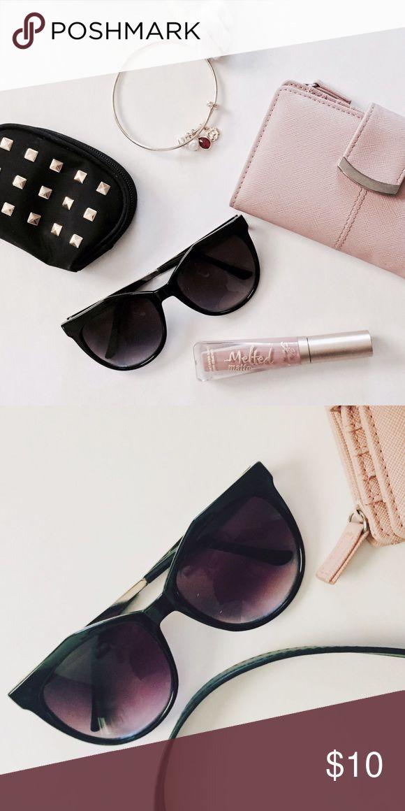 100% UV Sunglasses 😎 Adorable chic sunglasses. 100% UV Accessories Sunglasses
