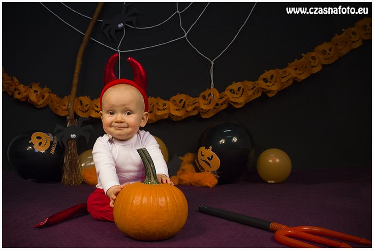 Halloween session 10 months Kajetan/ 10 miesięczny Kajetan podczas sesji halloweenowej