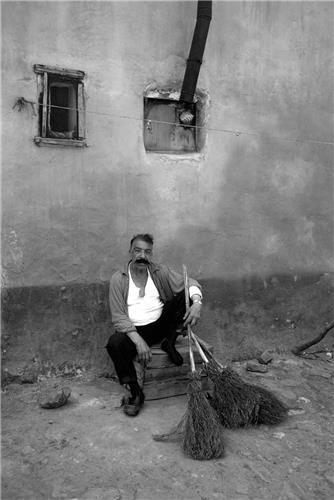 "Ara Güler, ""King of the Scavengers"", Ayvansaray, Istanbul, 1969"