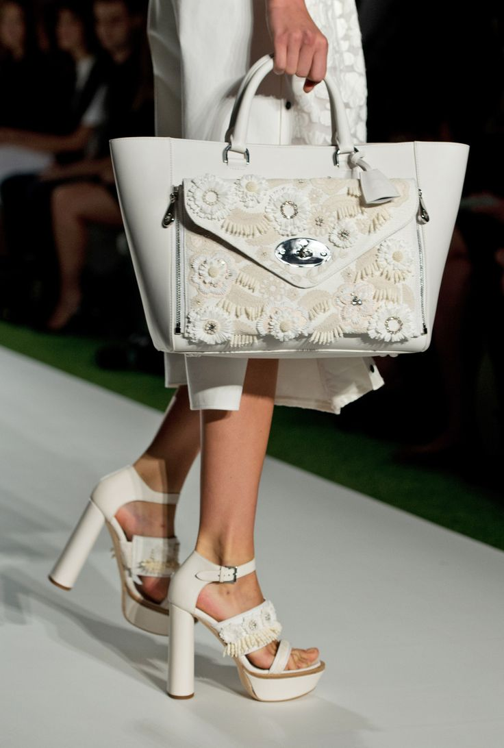 Detail of look 28: Mulberry Willow Tote #LFW