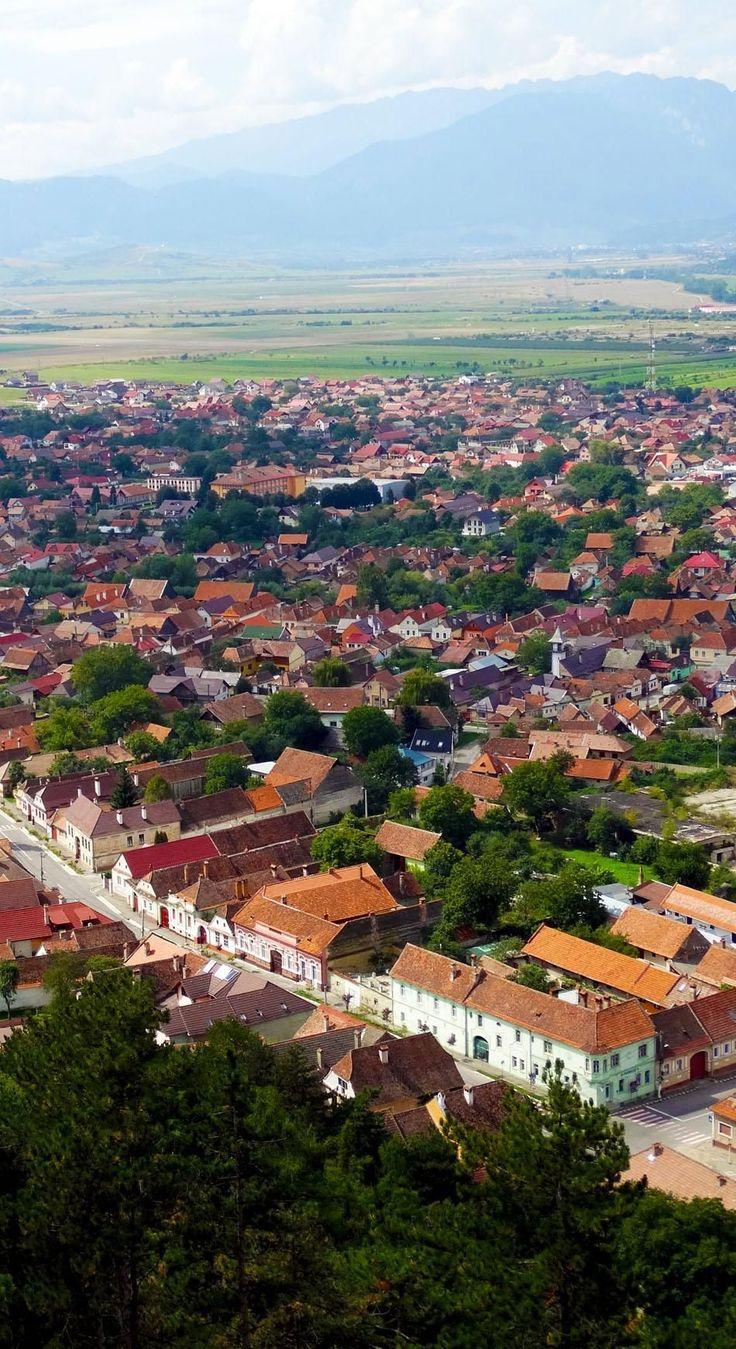 La citadelle de Rasnov est l'une des citadelles rustiques les mieux préservées de Transylvanie.  Roumanie    Découvrez la Roumanie incroyable à travers 44 photos spectaculaires