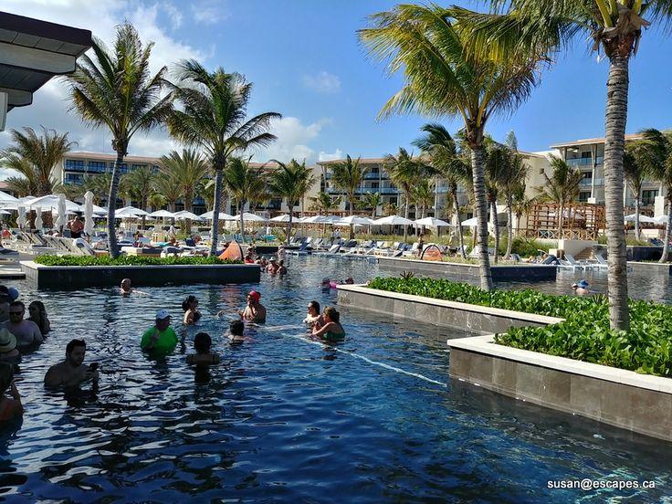 Unico 2087. Main pool with swim up bar