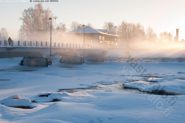 Savisilta Ylivieskassa - Savisilta Ylivieska joki Kalajoki jokimaisema talvi talvimaisema Juurikosken silta usva usvainen vesi virta virtaa sula lumi