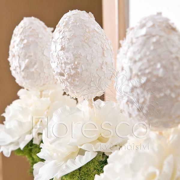 floristická dekorace - vajíčka na stojánku