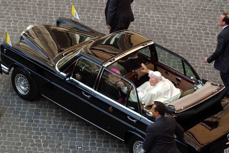 holy-rollers-vatican-vehicles-past-and-present-kept-the-pope-safe-usually.jpg 1.500×1.000 Pixel
