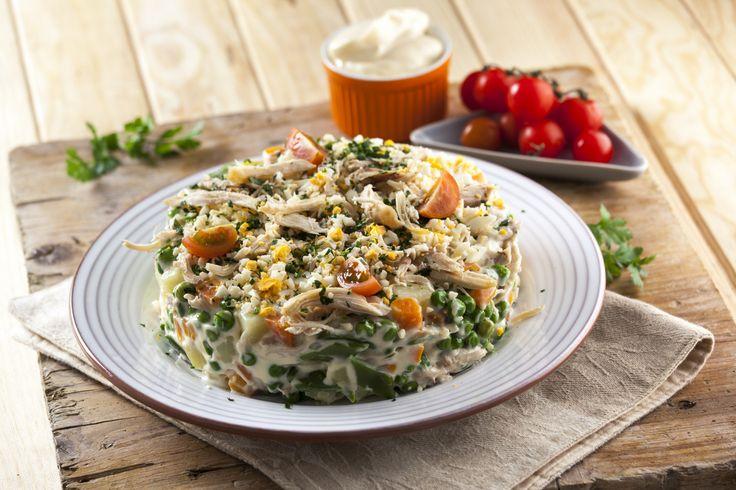 Receita de Salada russa de frango. Descubra como cozinhar Salada russa de frango de maneira prática e deliciosa com a Teleculinária!