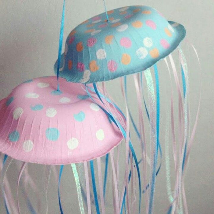 Under the sea party decor with paper bowls and ribbons