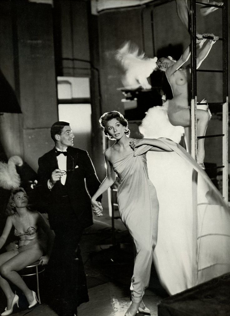 Suzy Parker photographed in Paris by Avedon  http://www.markdsikes.com/2012/07/15/what-a-time-avedon-part-2-sunday-book-club/: Suzy Parker, Evening Dresses, Red Mill, Berger Spoke, Richard Avedon, August 1957, Richardavedon, Jacques Griff, Robins Tatters