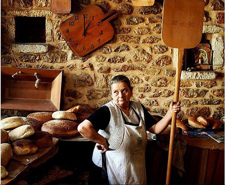i-rena: Αρεόπολη...ο 100 ετών παραδοσιακός ξυλόφουρνος της...
