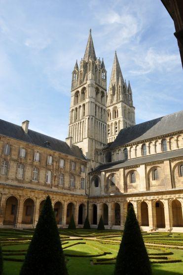 Calvados : Caen : Eglise Saint-Etienne , les tours