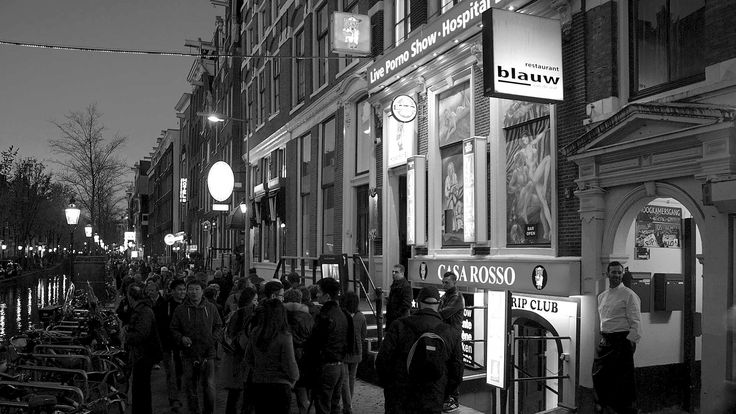 Restaurant Blauw aan de Wal (French Restaurant, Amsterdam Center) zit midden in de rosse buurt in het centrum van Amsterdam. Via het rumoer op de wallen leidt een kleine steeg naar een sfeervolle binnenplaats met een oud pakhuis.