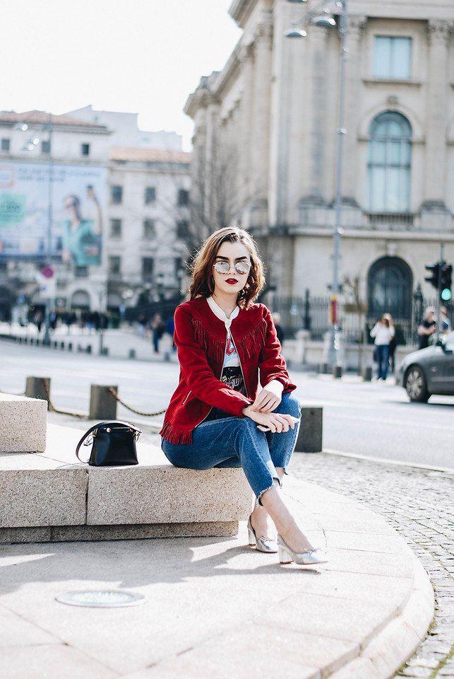 Мода и Стиль RUECOCO Модные советы Новые бренды Яркие акценты этой весны - красный замшевый жакет и красная помада. Andreea B. Romania @andreeabirsan_  #ruecoco #lookbook