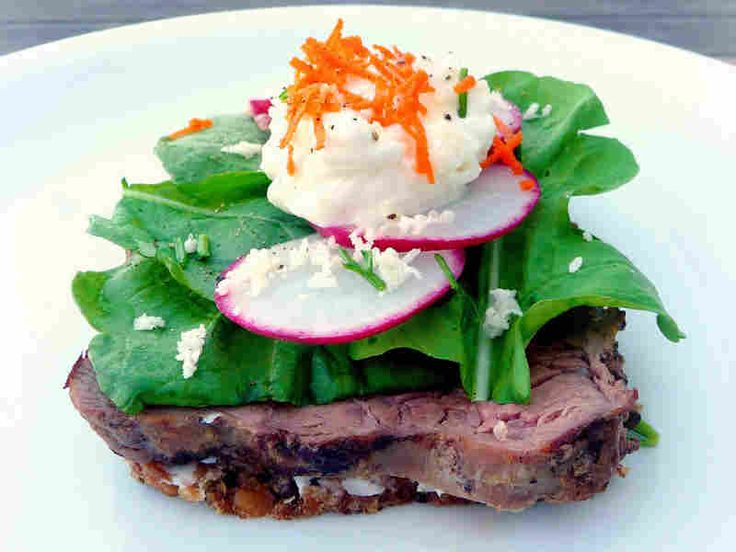 Roast beef with arugula and remoulade is a classic smorrebrod.